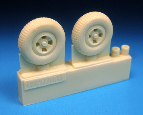 BR48318    Spitfire Four Slot Block Tread Mainwheels